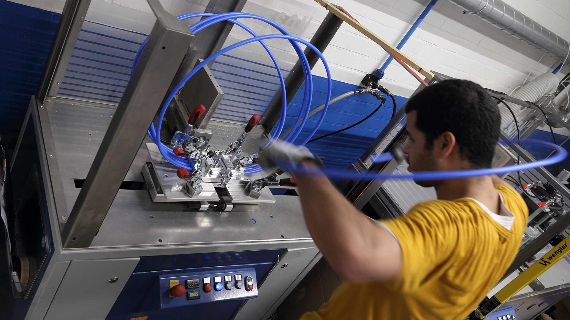 Auftragsvergabe Auftragsarbeiten Auslagerung von Kunststoffverbindungen Aeson-Wissenszentrum für Kunststoffverbindungen